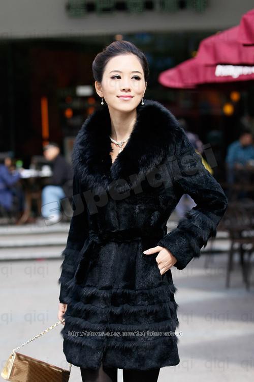 Женское меховое пальто.